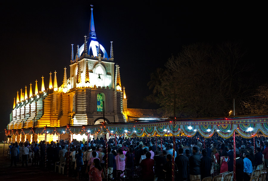 Midnight-Mass-At-Saligao-Goa02.jpg