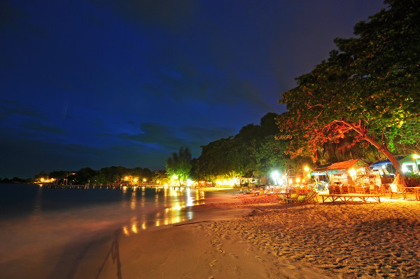 Thailand_Ko-Samet-beach-at-night_shutterstock_105524948.jpg