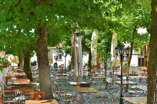 beer-garden-2456011_1920