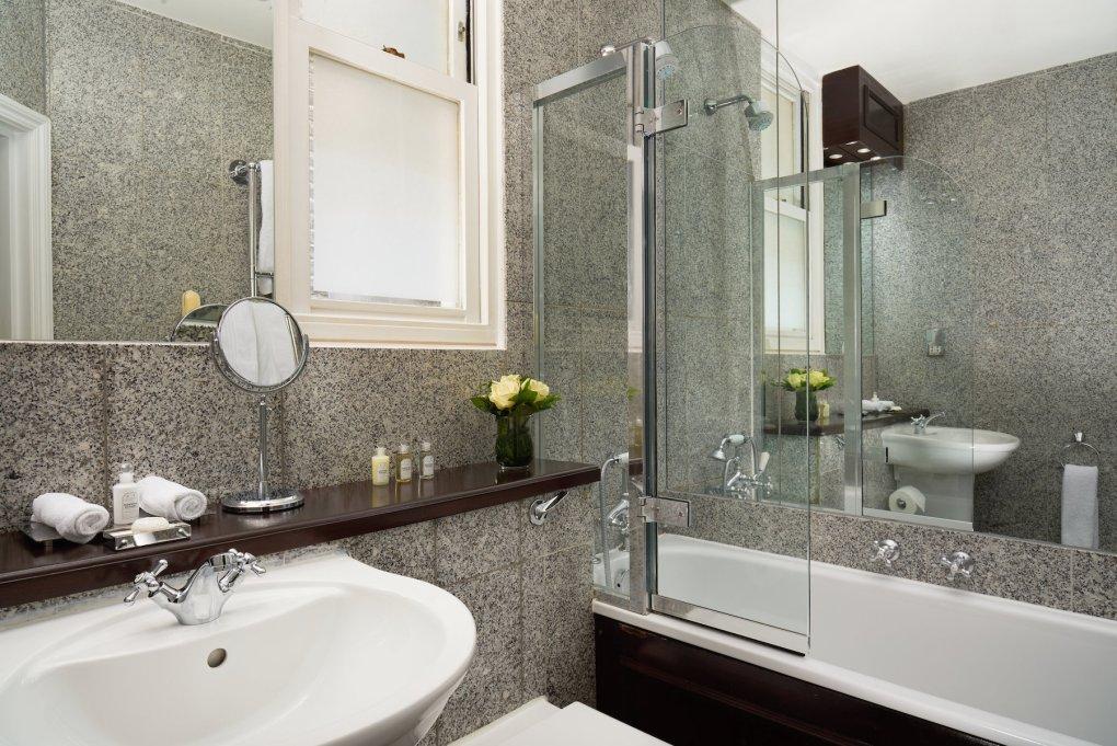 The Pelham Hotel - Superior Bathroom 3